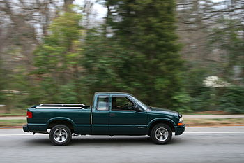English: A Chevrolet S-10 pick-up truck travel...